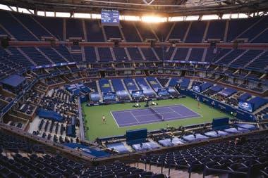 Una imagen impactante de la final del US Open: Zverev y Thiem definen el tradicional Grand Slam de tenis ante un estadio vacío