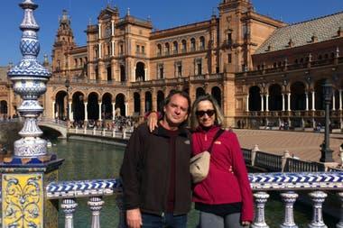 El matrimonio en la Plaza España, Sevilla.