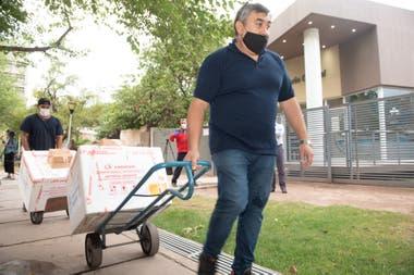 Momento en que arriban las vacunas Sputnik V a Mendoza
