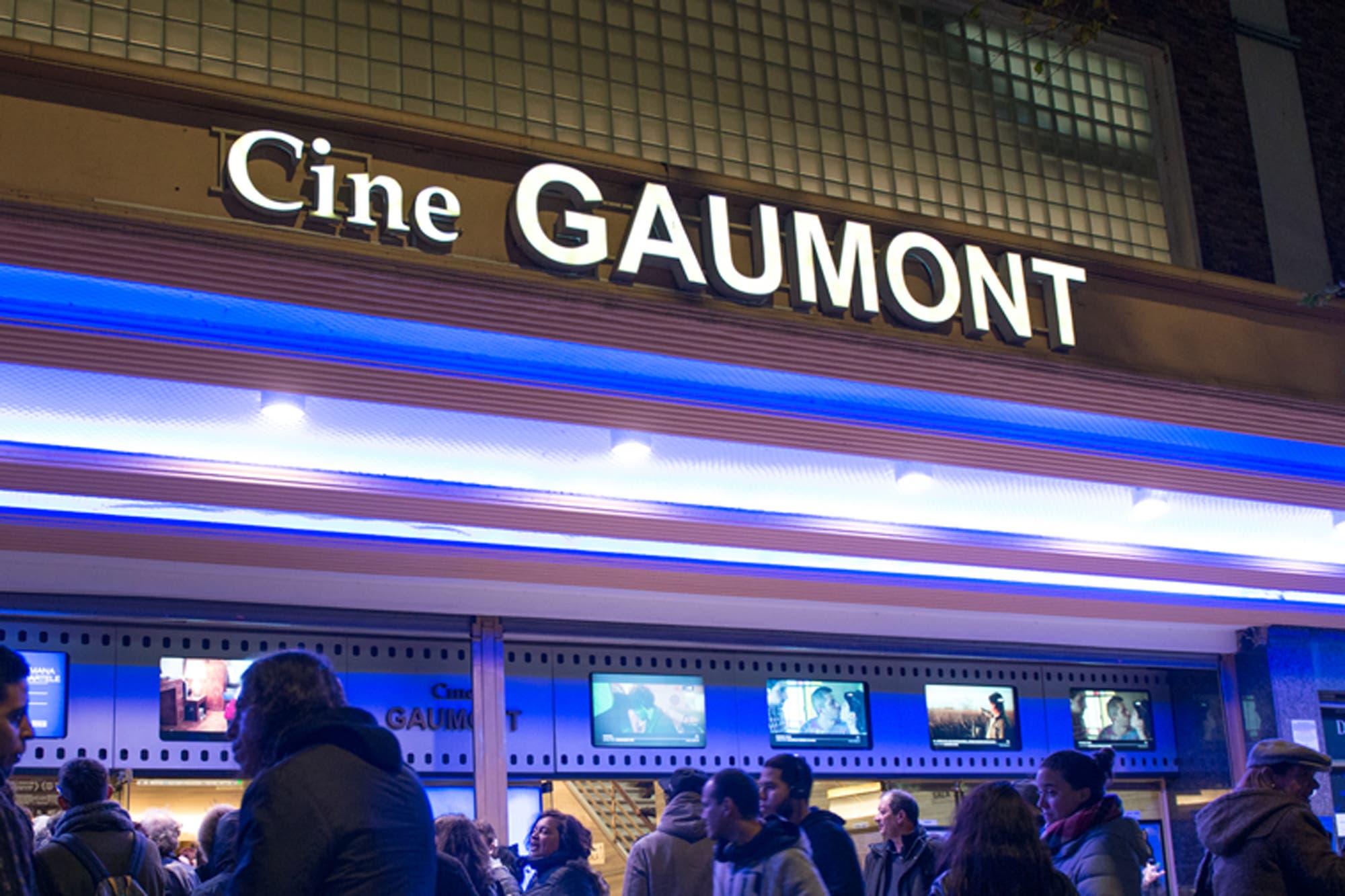 En medio de versiones cruzadas, el cine Gaumont reabrió sus puertas