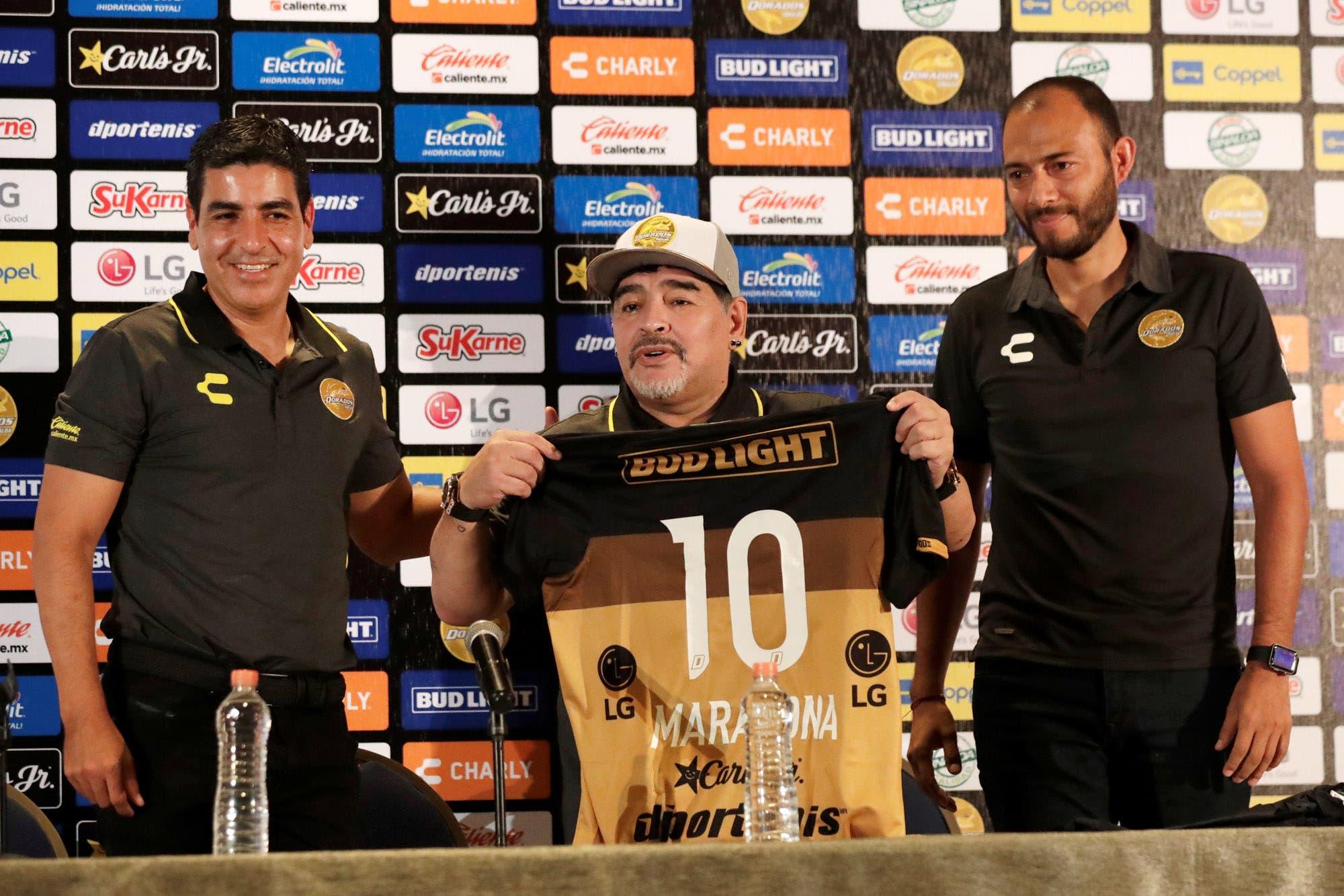 """Diego Maradona se presentó en Dorados de Sinaloa: """"Asumo esta responsabilidad como quien tiene un hijo en sus brazos"""""""