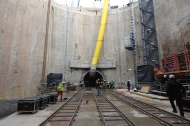 La tunelera Elisa ingres por el pozo de descarga