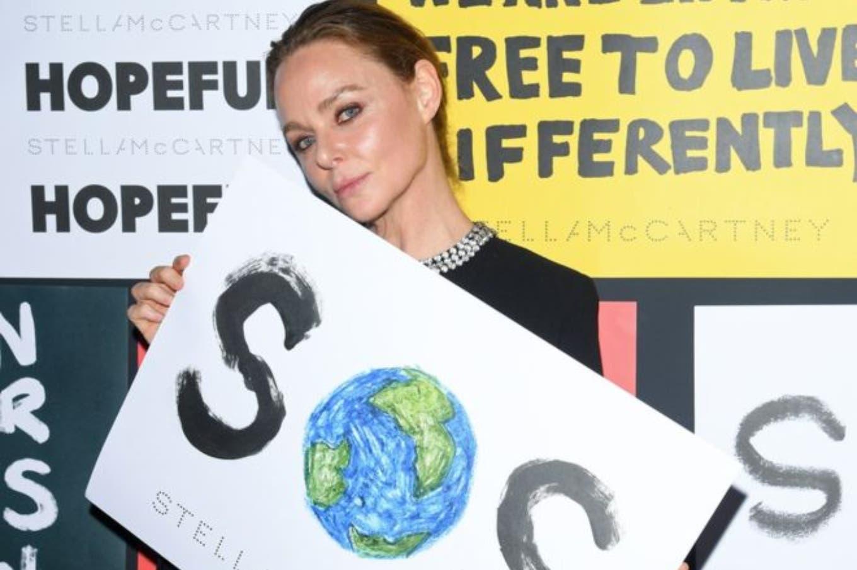 Por qué la famosa diseñadora de moda Stella McCartney recomienda no lavar la ropa