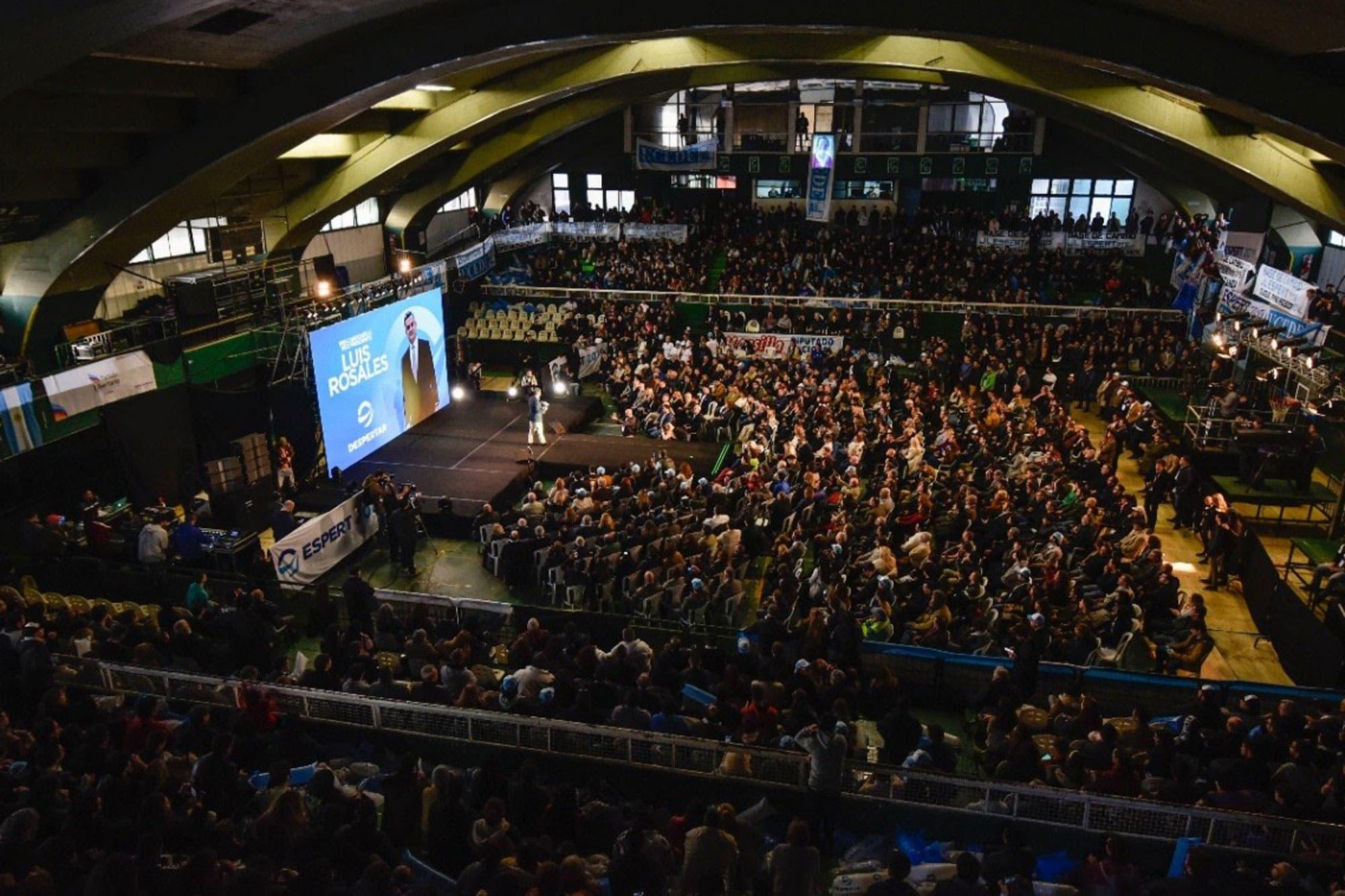 Con música de Rocky y pose de boxeador, José Luis Espert lanzó su campaña presidencial
