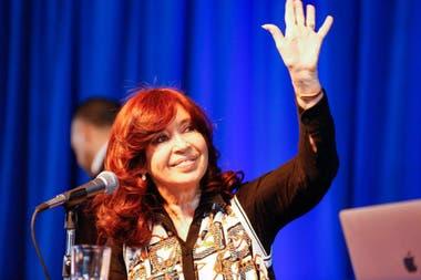 """Fernández de Kirchner presentó su libro en El Calafate, que definió como su """"lugar en el mundo"""""""