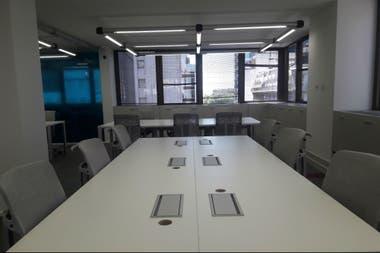 """En estas oficinas trabajarán un total de 200 personas y fueron desarrolladas bajo el concepto """"open space"""", es decir, espacios abiertos con gran funcionabilidad para el trabajo en equipo y la utilización de alta tecnología."""