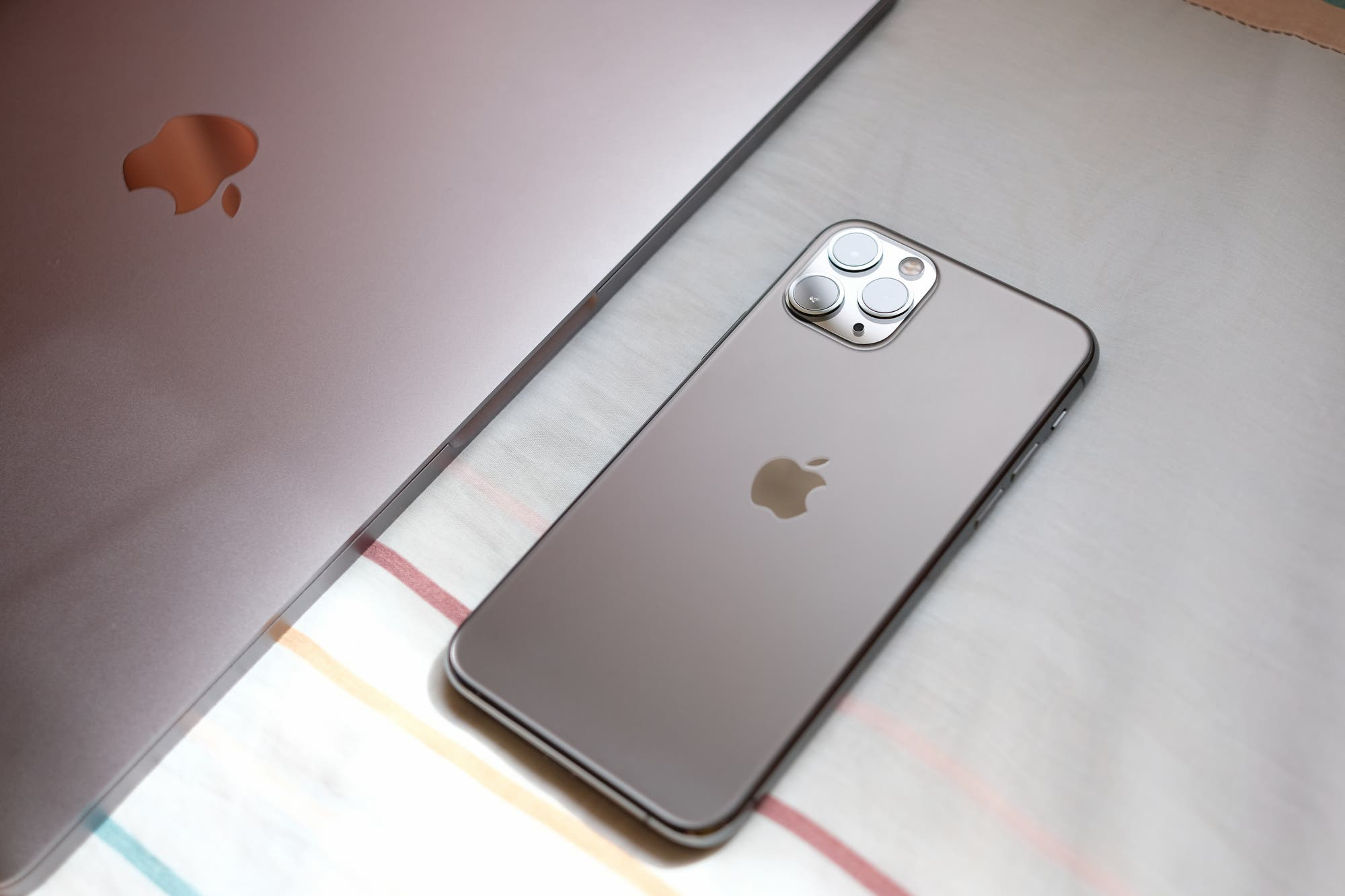 Sin iPhone: Apple no quiere los villanos usen sus dispositivos en las películas de Hollywood