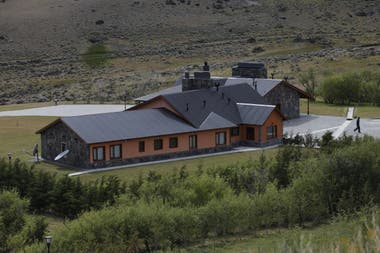 La casa principal de la estancia Cruz Aike a la vera de la ruta 40