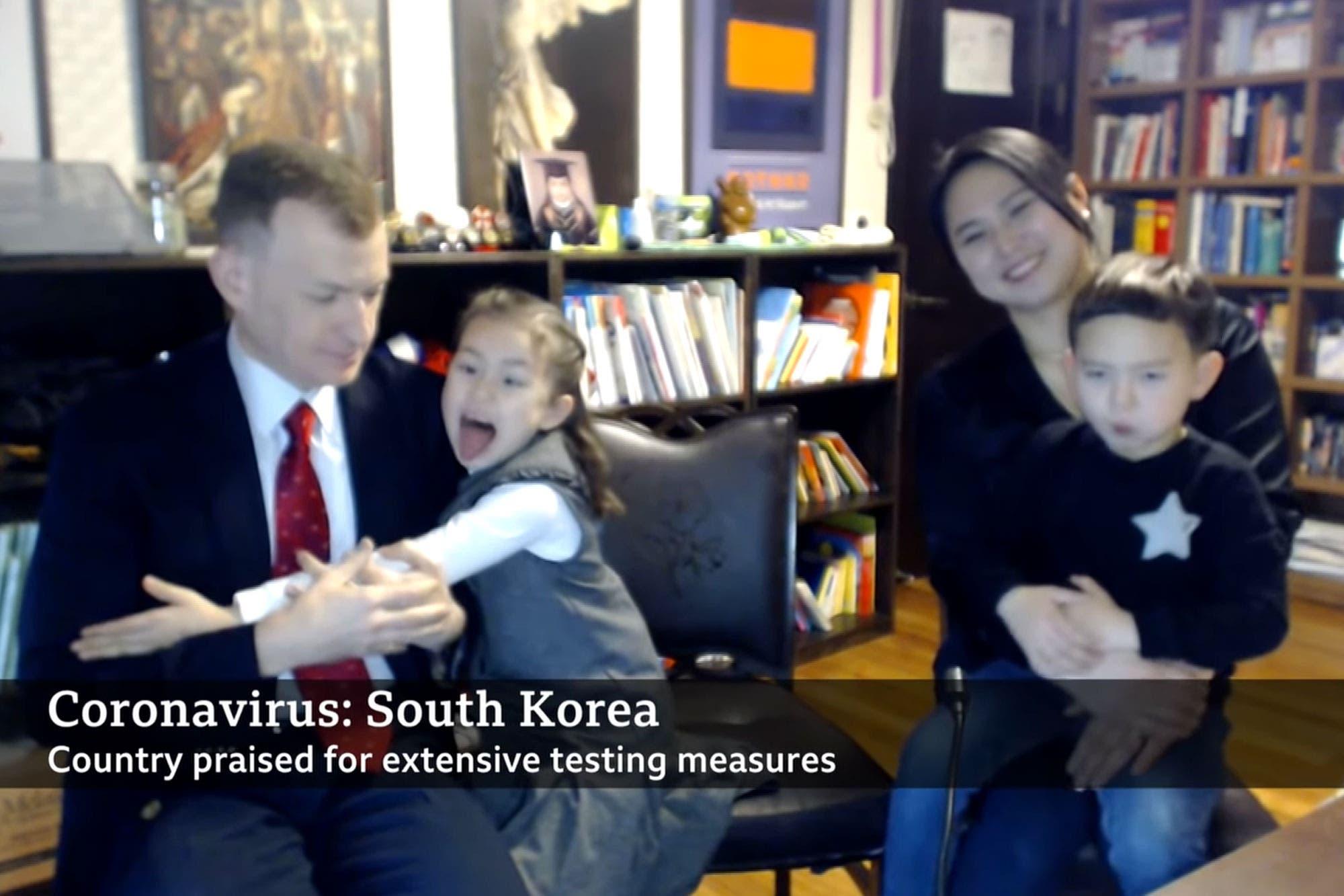 Cuarentena familiar: el papá de la BBC cuenta cómo es trabajar desde casa con sus hijos