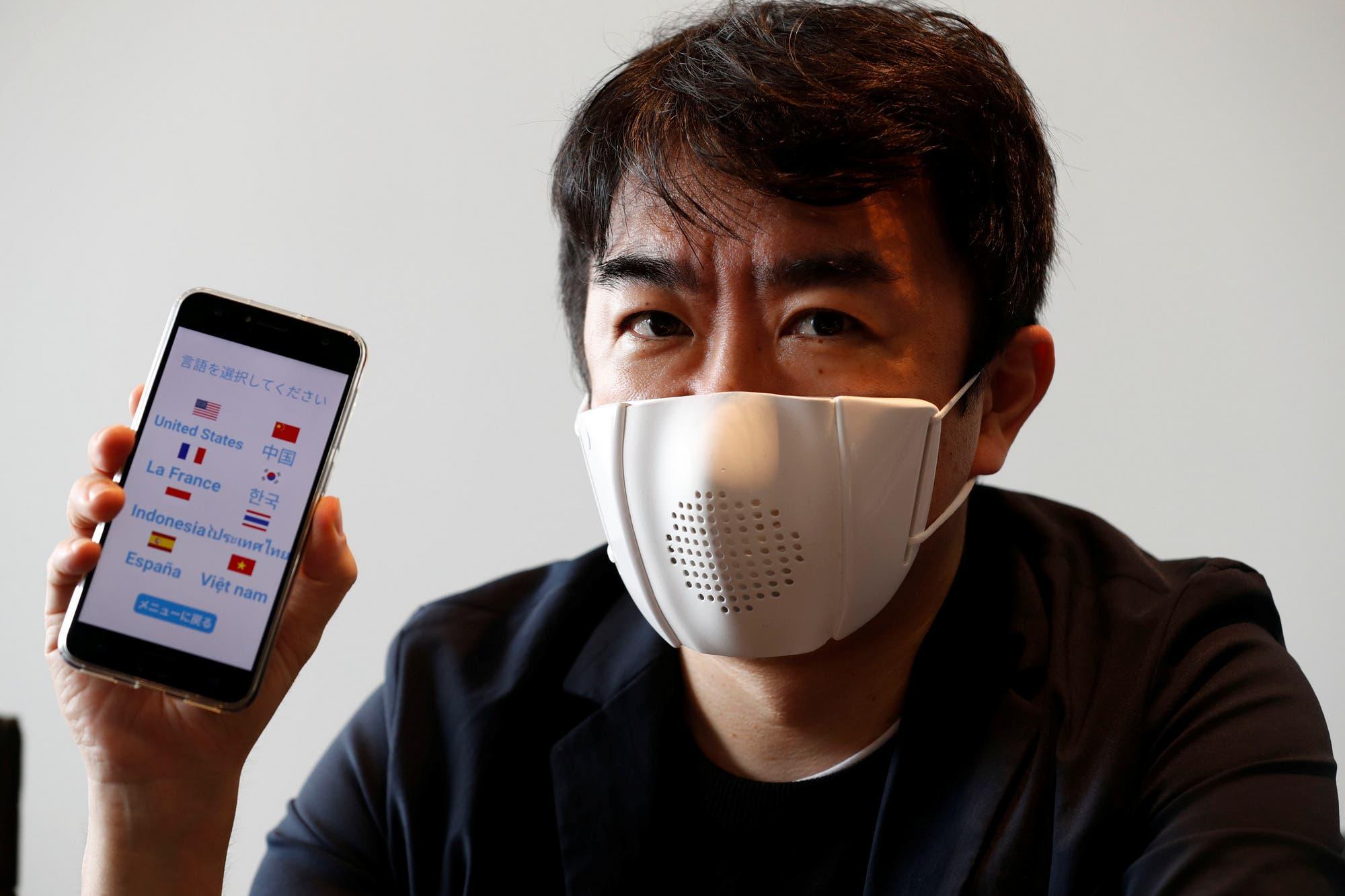 C-Mask: este es el barbijo conectado a un teléfono que realiza transcripciones y traducciones