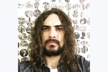"""Román Gutiérrez, autor de la novela """"Trenes van y trenes vienen"""""""