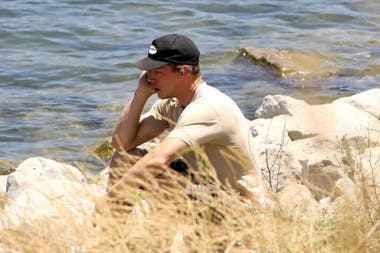 El exmarido de Naya, Ryan Dorsey, lloró desconsolaldo mirando al lago el día que se confirmó la muerte de la actriz
