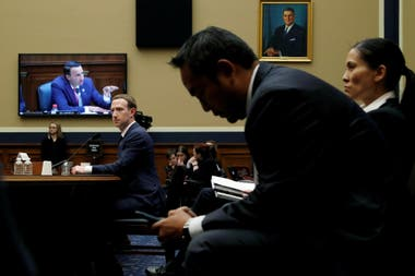RENDIR CUENTAS. Mark Zuckerberg testifica en el Congreso norteamericano sobre el uso de datos de usuarios por parte de Facebook, en abril de 2018