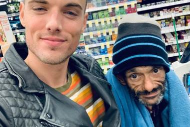 Shaun este 2020 junto a su amigo Drew Gallagher, quien ha movido cielo y tierra para ayudarlo en su rehabilitación