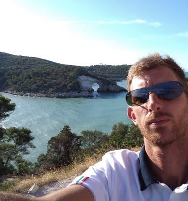 Agustín Rueda emigró hacia el sur de Italia solo y utilizó ArgentApp como una red de contención y ayuda