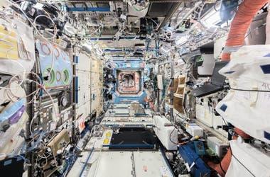 L'un des couloirs de la Station spatiale internationale