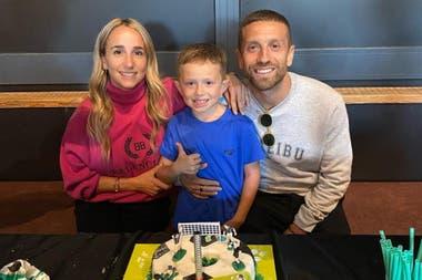 Linda Raff, Papu Gómez y su hijo mayor, Bauti. Crédito: Instagram
