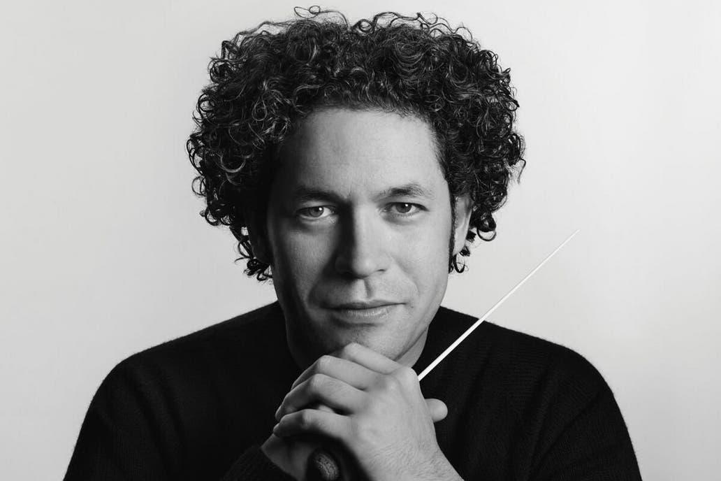 El director venezolano cierra esta noche la Gira de las Américas con la Filarmónica de Viena; antes se reúne con Mauricio Macri