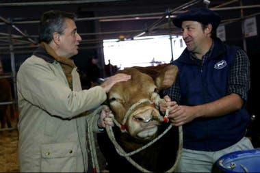 Etchevehere recorrió el pabellón bovino, entre otros lugares de la muestra