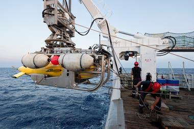 """""""La Minerve"""", que desapareció en 1968 con 52 tripulantes a bordo, fue hallado frente a las playas de Tolón, en el sureste de Francia y a 2.370 metros de profundidad, casi 1500 más que el submarino nacional"""
