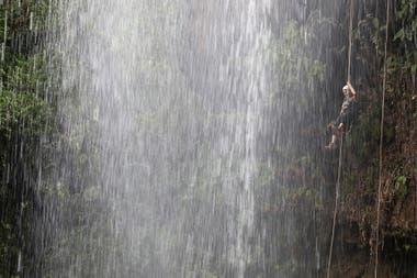 Colgados: el rappel es un acto de fe... a la cuerda y a uno mismo
