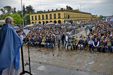 Representantes de la oposición y el sindicalismo durante una misa en Luján, en octubre último