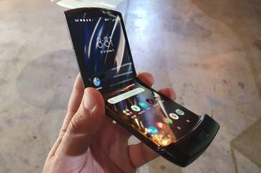 El Motorola Razr tiene una pantalla de 62 pulgadas que se pliega cuando el telfono se cierra