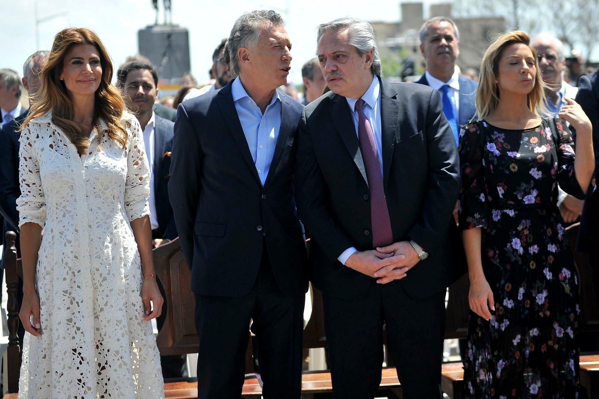 Los gestos de convivencia política taparon los momentos más incómodos de la ceremonia