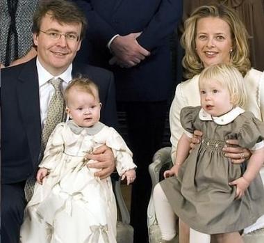 Friso y Mabel junto a sus hijas Luana y Zaria.