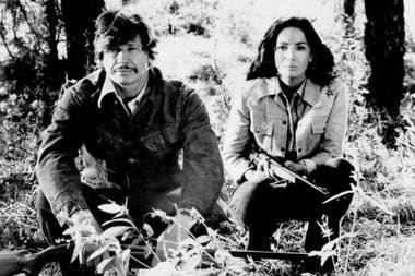 Linda Cristal y Charles Bronson en el film Con la ley en sus manos