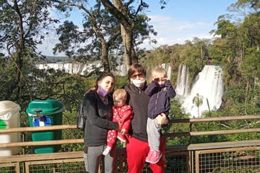 Los Quiñones, que viven en Iguazú, aprovecharon para disfrutar del parque, que vieron con mucha vegetación