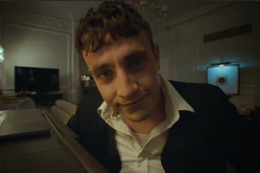 """El actor de Normal People protagoniza el video de """"Scarlet"""""""
