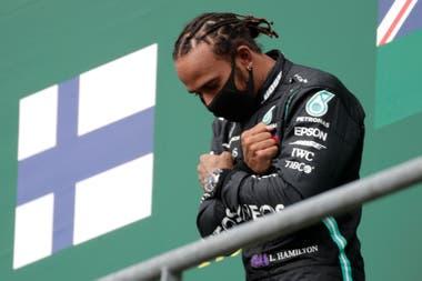Quinto triunfo de Lewis Hamilton. que festeja en el podio de Bélgica