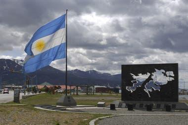 Las islas Malvinas son parte de la provincia de Tierra del Fuego, al igual que la Antártida Argentina, según la Constitución Nacional