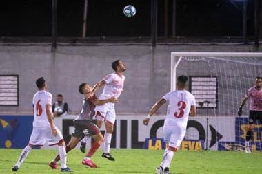 Huracán Las Heras le ganó con lo justo a Arsenal en Caseros