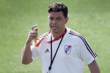 Tras dos temporadas completas sin incorporaciones, Gallardo se vio obligado a llevar al primer equipo a varios jugadores de las inferiores de River