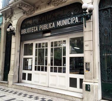 Entrada principal de la Biblioteca Miguel Cané