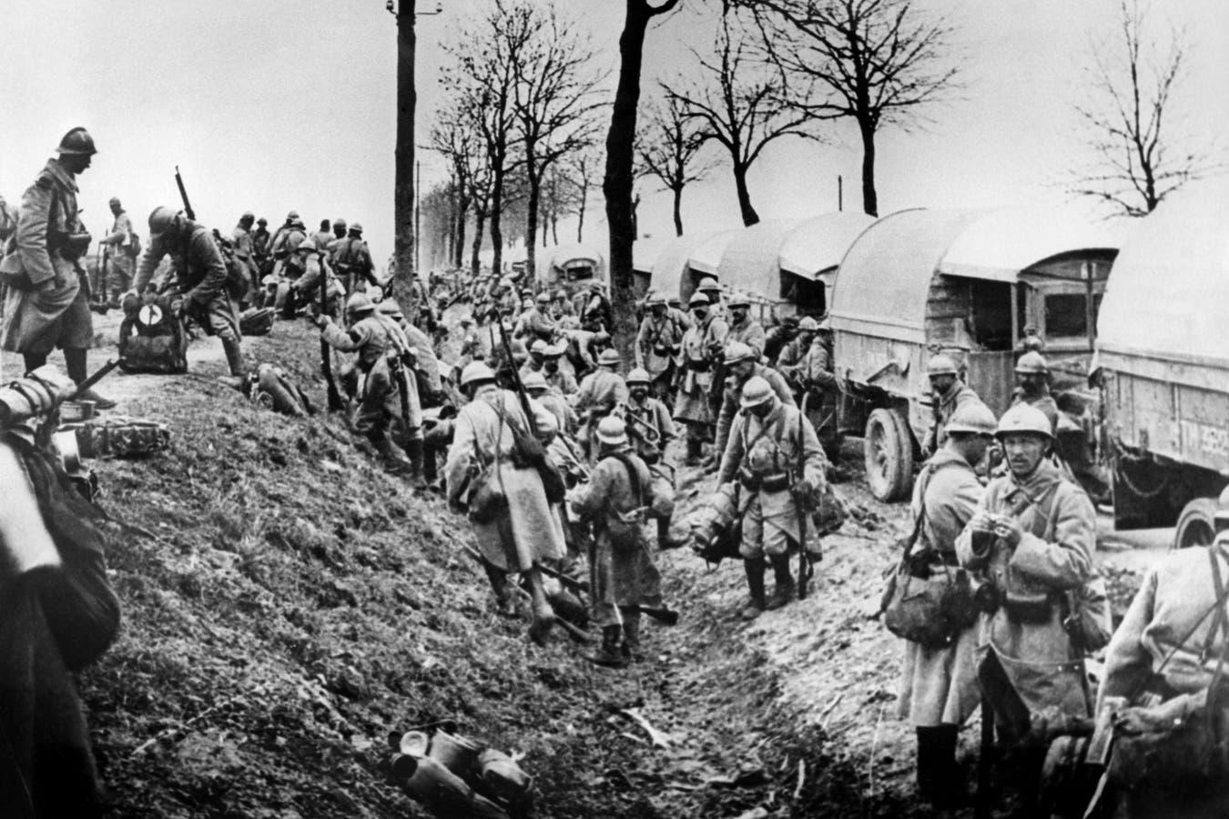El armisticio de 1918 encerraba el germen de un malestar que socavaría el orden mundial y promovería una nueva conflagración global. En la imagen, soldados franceses preparándose para la batalla de Verdún, en febrero de 1916
