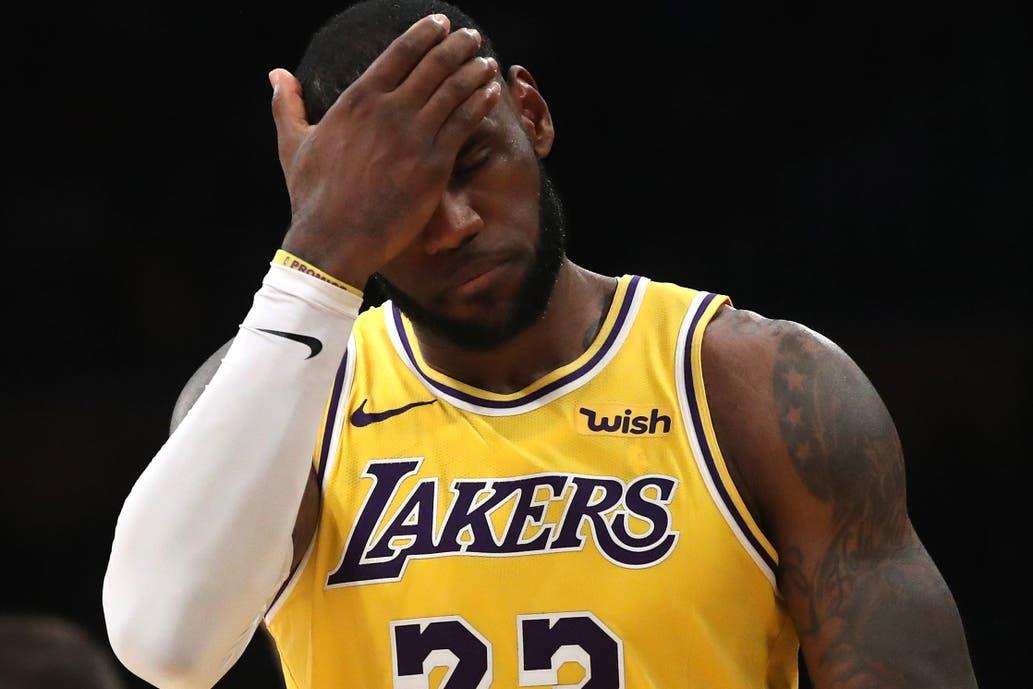 Lebron James en un momento muy complicado en Lakers  los playoffs corren  riesgo 5079fe494b2