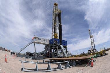 Recursos bajo la tierra: la formación de Vaca Muerta es la segunda reserva de gas y la cuarta de petróleo no convencional en el mundo; en su explotación trabajan 31 empresas y, entre octubre de 2017 y de 2018 la producción de shale creció 243%; de las decisiones de inversión dependerá su crecimiento