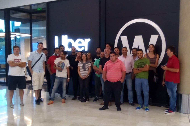 """Primer """"paro"""" de choferes de Uber en Mendoza por la quita de ..."""