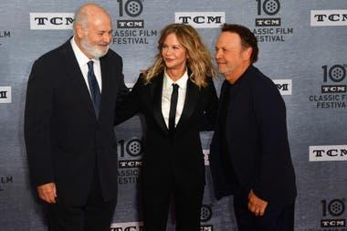 El director Rob Reiner junto a los protagonistas de Cuando Harry conoció a Sally