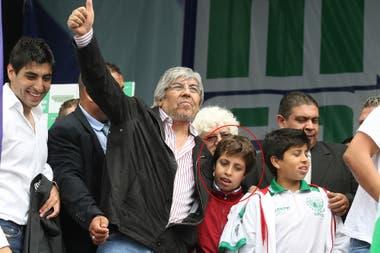Hugo Moyano, en 2011, con Jerónimo, de campera roja