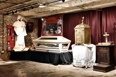 Los claustros, el templo y el viejo comedor están conectados por túneles subterráneos de 1893