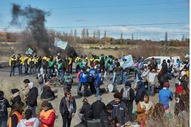 Crece la tensión y se multiplican las protestas por sueldos adeudados en Chubut