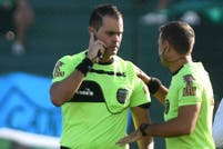 Cuchillos, facas y corridas: Nueva Chicago y Temperley jugaron pese a los graves incidentes en la tribuna popular