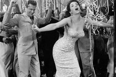 Linda Cristal y Tony Curtis en el film Vacaciones sin novia