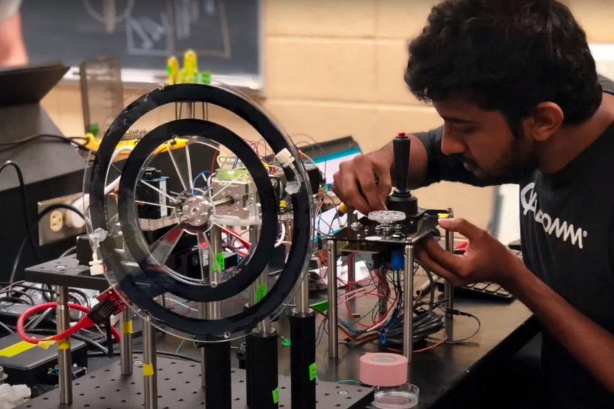 Crean un microscopio giratorio vertical para estudiar el comportamiento de la vida marina