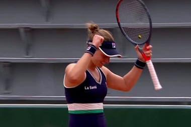 Nadia Podoroska y un festejo medido: sabe que puede ir avanzando en Roland Garros