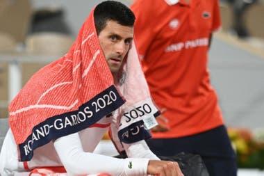 Djokovic batalló contra Tsitsipas para ganar su semifinal, el viernes.